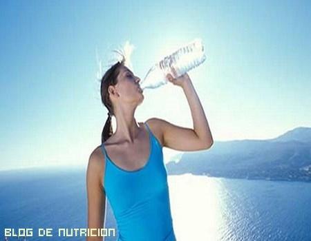 vida sana bebiendo agua