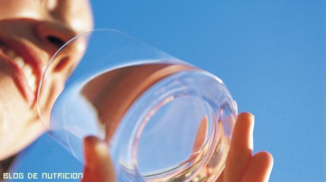 agua contra la resaca