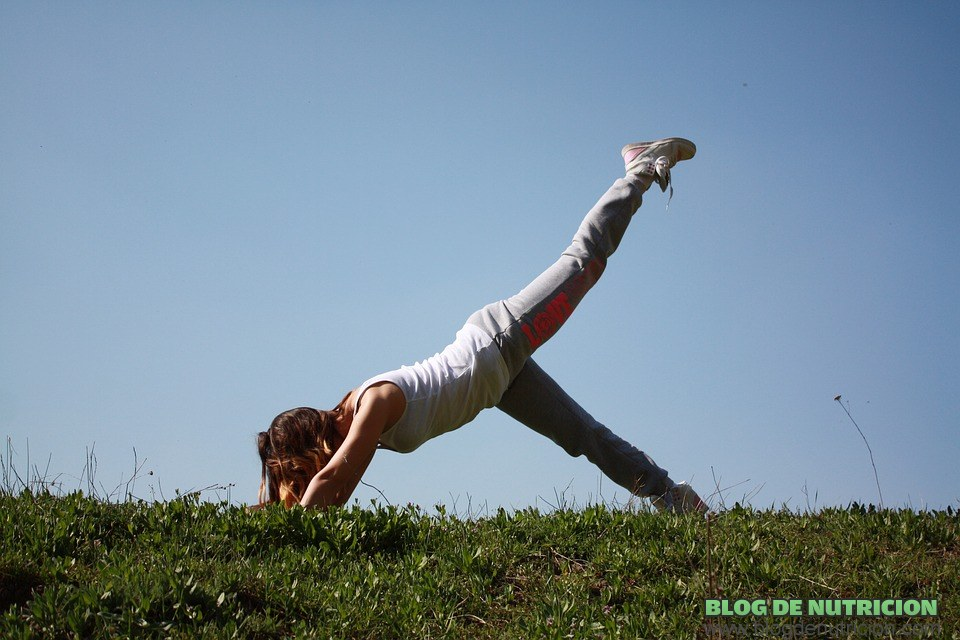 estiramientos de piernas en yoga