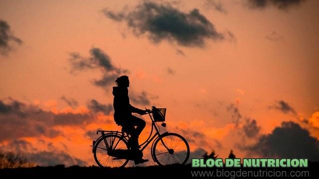 pasear en bicicleta